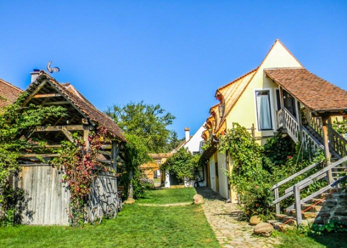 Un sat din România a fost inclus între cele mai frumoase din lume - GALERIE FOTO 9
