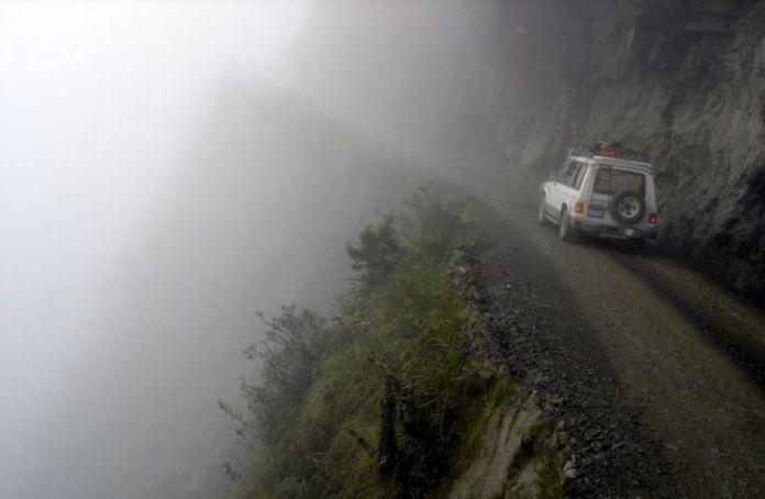 15 dintre cele mai periculoase drumuri din lume 6