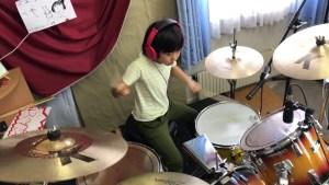 O fetiță de 8 ani din Japonia vrea să ajungă cel mai bun baterist din lume