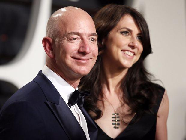 Jeff Bezos-cel mai bogat om din istorie 1
