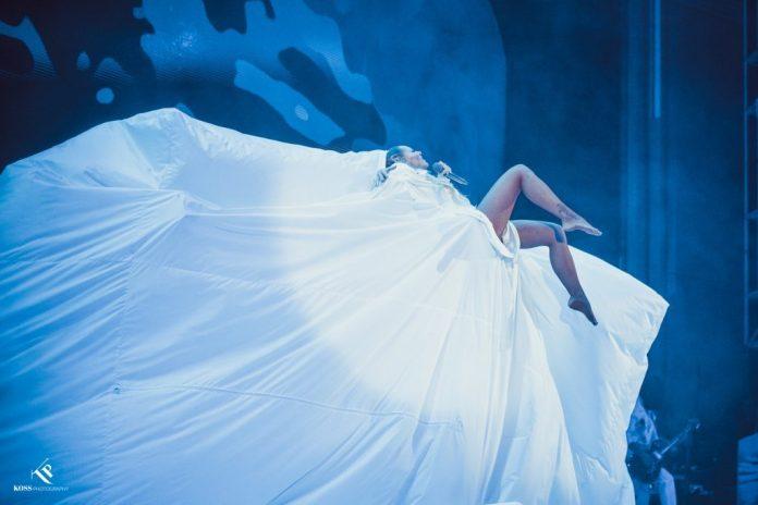 """Delia a cântat suspendată la o înălțime de 7 metri în prima seară a show-ului """"Acadelia"""" 7"""