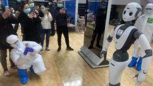 100 de roboți în China pentru a ajuta în criza coronavirus.Cei mai mulți au ajuns în spitale
