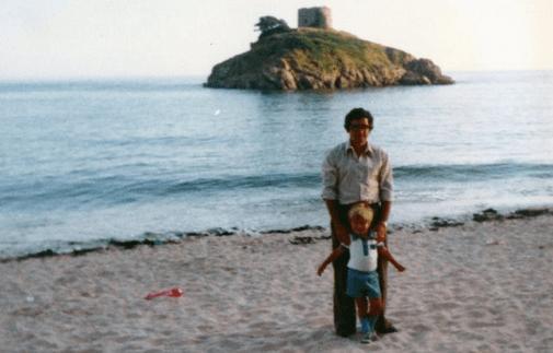 Povestea lui Iain Cunningham: După ce mama lui a murit, nimeni n-a mai vorbit de ea timp de 15 ani 8