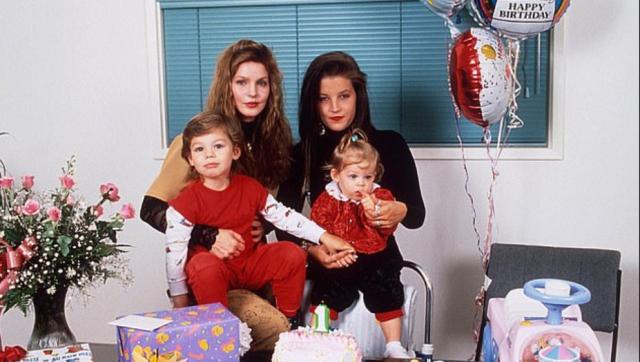 Lisa Marie Presley îndurerată de moartea fiului său, Benjamin Keough, 27 de ani, care s-a sinucis în conacul din Calabasas 3