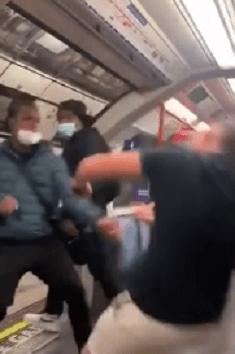 Un tânăr din Londra făcut KO la metrou, după ce a râs de oamenii care purtau măști de protecție 7