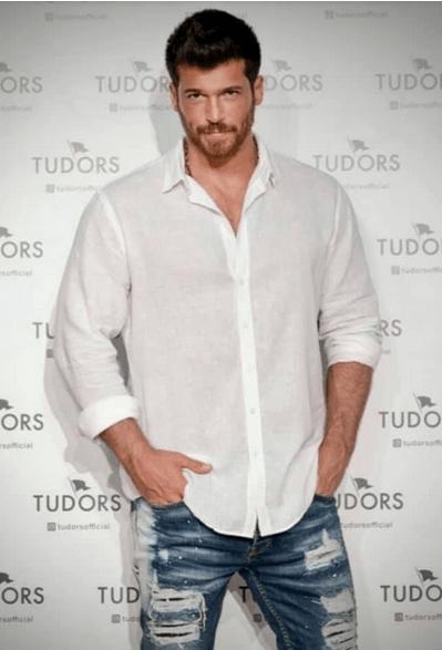 Can Yaman în clipurile publicitare pentru brandul internațional de cămăși Tudors. Secvențe Video 3