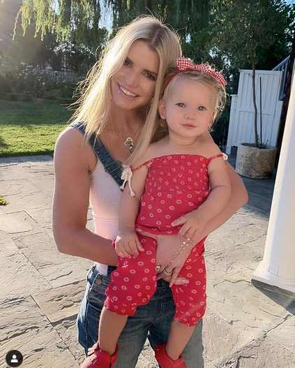 Jessica Simpson, 40, poses with daughters Birdie and Maxwell in new fashion campaign 9