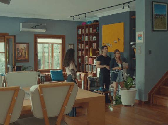 Episodul 11 din Sen Çal Kapımı (Bate la ușa mea) cu Hande Erçel și Kerem Bürsin. Secvențe Video 4