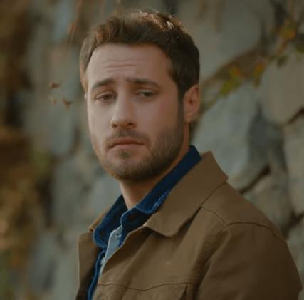 İyi Günde Kötü Günde (Zile bune, zile rele) Episodul 5 cu Elçin Sangu,Yasemin Allen și Ozan Dolunay. Secvențe Video 20