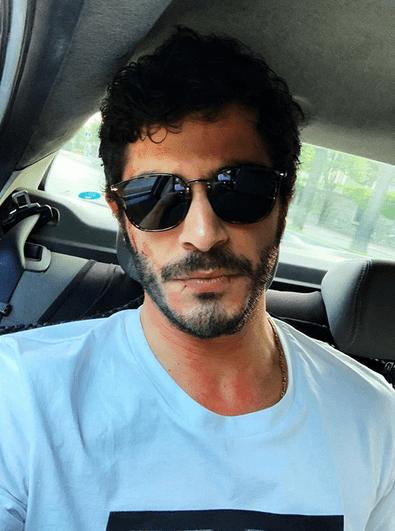 Actorul turc Burak Deniz, în vârstă de 29 de ani, se întâlnește cu supermodelul turc care are 7 ani mai mult decât el 8