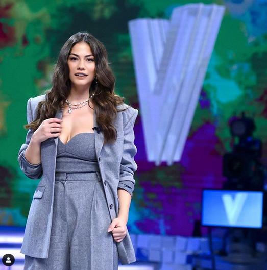 """Demet Özdemir invitată la emisiunea Verissimo în Italia:""""Can Yaman este o persoană de valoare"""" 3"""