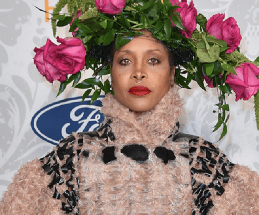 Erykah Badu, 49, tests positive for COVID-19 in left nostril, negative in right 5
