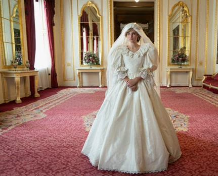 """8 costumes from """"The Crown"""" inspired by Princess Diana's best fashion moments 6"""