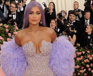 Cum și-a schimbat Kylie Jenner aspectul de-a lungul timpului