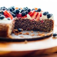 Prăjitură fără gluten cu migdale și fructe de pădure