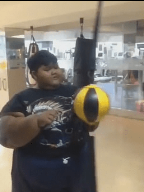 """Cum arată Arya Permana numit """"cel mai gras copil din lume"""" după ce a slăbit 110 Kg 4"""