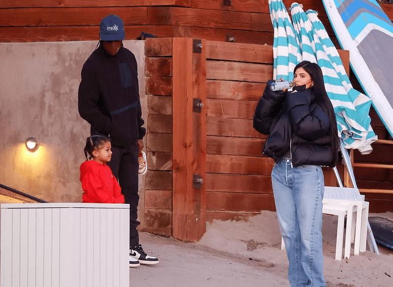 Kylie Jenner și Travis Scott de Valentine's Day cu fiica lor