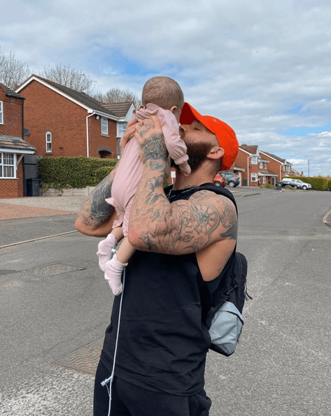 Another scary moment: Ashley Cain's 'fragile' baby Azaylia stopped breathing again 3
