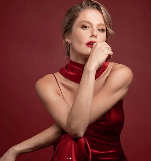 Burcu Biricik, frumoasa actriță din Camdaki Kız 11