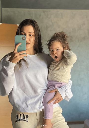 Dragostea lui Hande Erçel pentru nepoata ei 7
