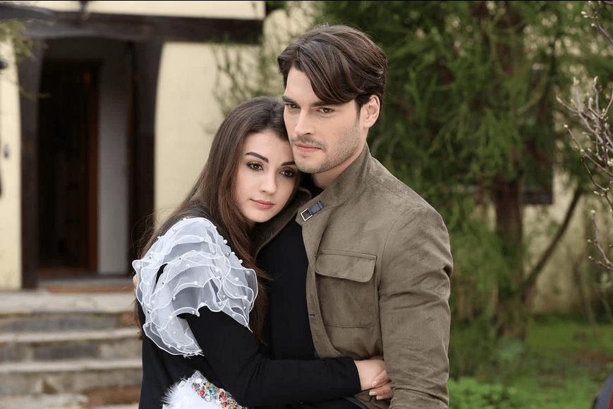 Aslan Ailem-comedie romantică cu Burcu Özberk și Akin Akinözü