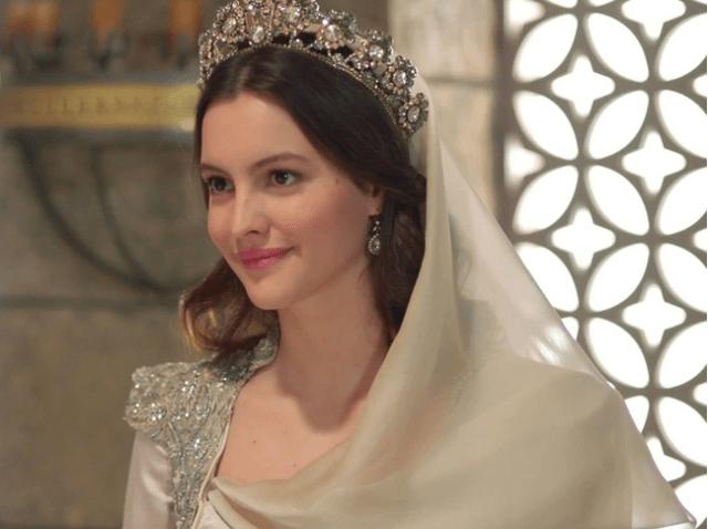 Leyla Feray în rolul  Ayșe Sultan din Muhteşem Yüzyıl: Kösem