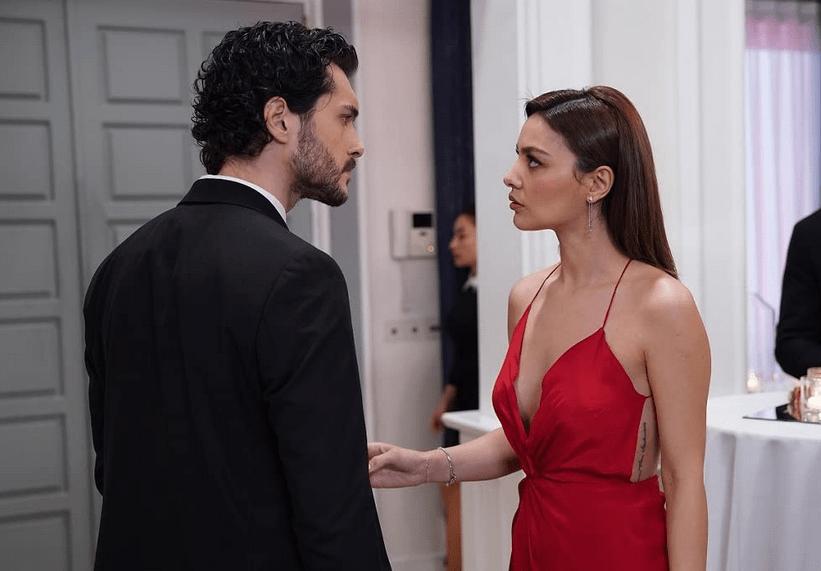 Ayca Aysin Turan și Alperen Duymaz în Zemheri