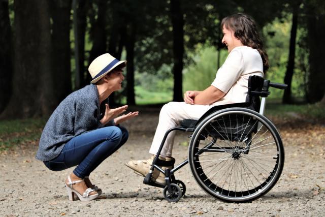 femeie cu scleroza multiplă