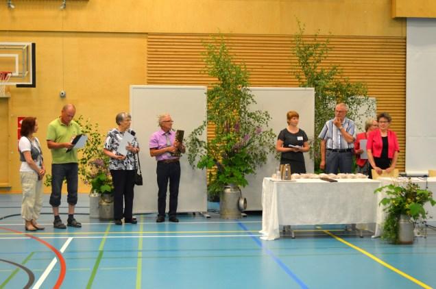 Kuvassa vasemmalta kunniamaininnan saanut Hannele Maikkula Rovaniemeltä, kolmanneksi sijoittunut Kari Väisänen Joensuusta, toiseksi sijoittunut Sirkka Huhtahaara Jyväskylästä sekä voittaja Aulis Kytömäki Eskilstunasta, kuva Eero Mattila