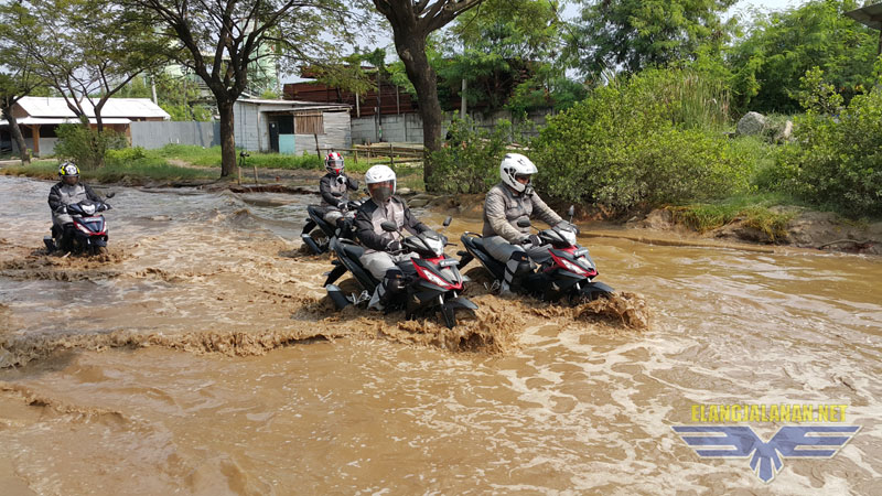 Menghadapi Banjir Saat Bermotor