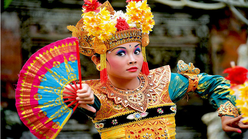 Tari Bali (SumberGambar :magazine.elitehavens.com)