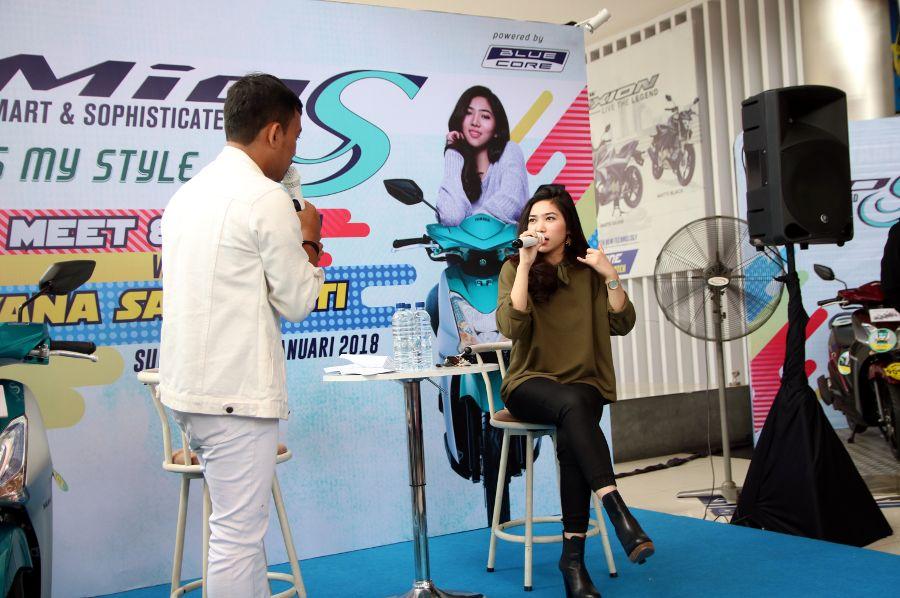 Semarak Meet and Greet Isyana Sarasvati di Mio S Roadshow Concert di Surabaya