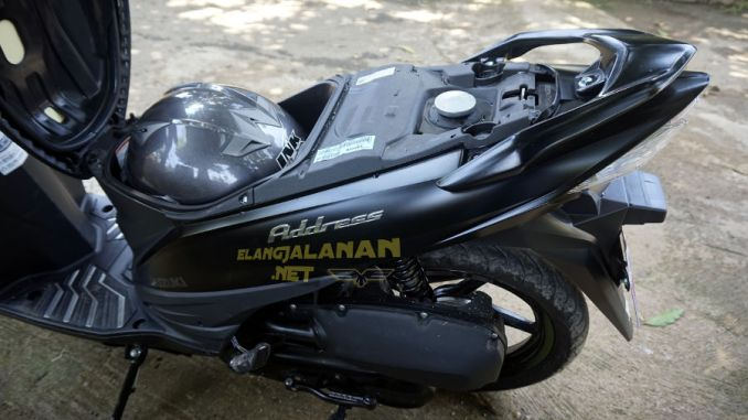 Suzuki Address FI Muat Satu Helm Full Face
