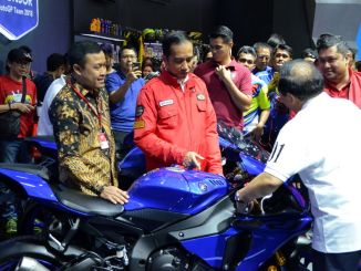 Presiden Jokowi Kunjungi Booth Yamaha