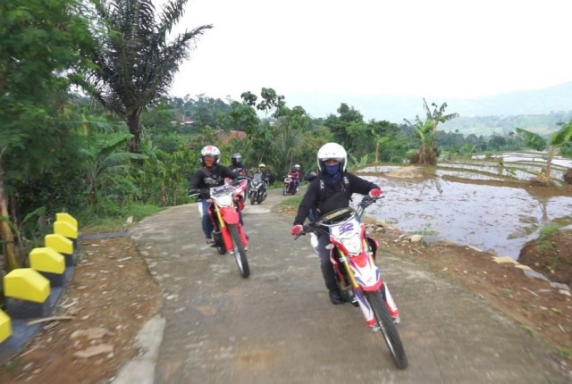 AHJ Gelar Bikers Adventure Camp