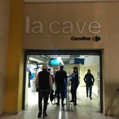 Carrefour: há uma entrada separada do supermercado para acessar a seção de bebidas