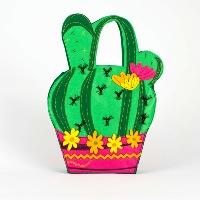 Bolso de mano en forma de cactus realizado en fieltro y bordado. COLOR Multicolor. DETALLES Cierre con corchete. Detalles bordados. Medidas: alto 40cm, ancho 27cm.