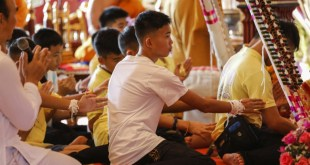 Los niños de la cueva participaron de un acto Budista