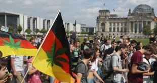 Manifestantes marchan por legalización del Cannabis en Berlín