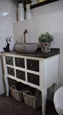Waschtisch mit Steinwaschbecken