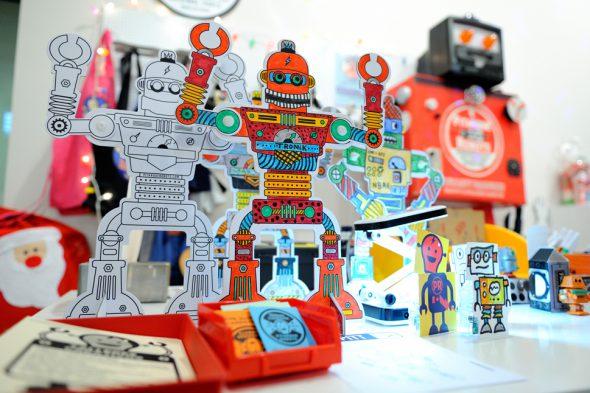 Robots para colorear en Alhajadú. Foto: Roberto Villalón.