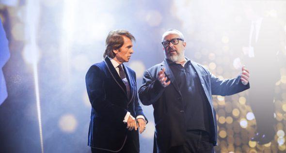 Raphael y Álex de la Iglesia en el rodaje de 'Mi gran noche'.