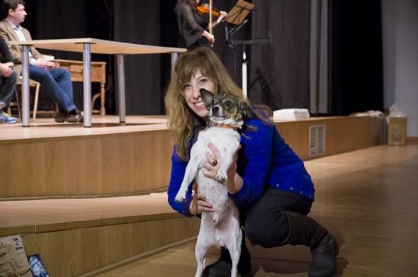 La actriz Natalie Seseña con su perrito