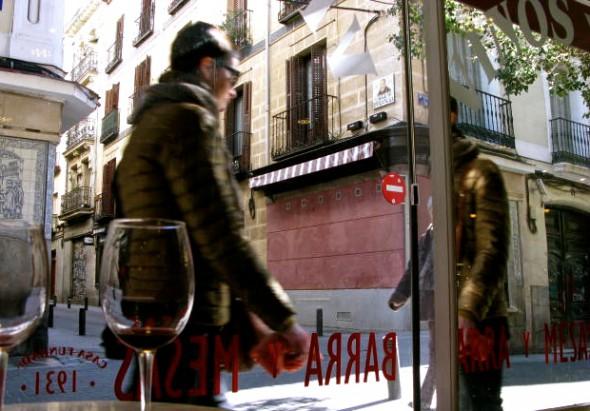 Un vino en casa González en la Calle del León en el barrio de las Letras de Madrid. Foto: Ana Estéban.