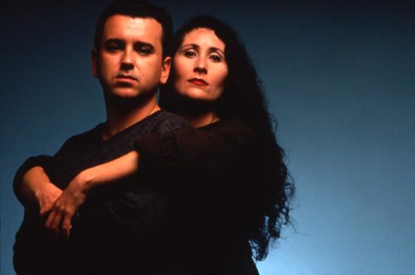"""Félix Sabroso y Dunia Ayaso en una imagen promocional de """"Perdona bonita, pero Lucas me quería a mí"""" (1996)."""