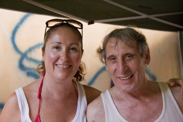 """Dunia Ayaso y Celso Bugallo, en una pausa del rodaje de """"La isla interior"""" (2009) . FOTO: TONI GARCÍA"""