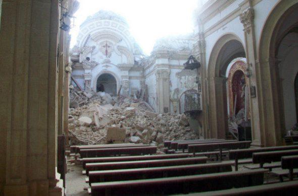 Estado en el que quedó la iglesia de Santiago en Lorca tras el terremoto.
