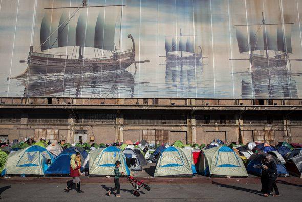 Campo de tiendas de campaña en Grecia. Foto: Olmo