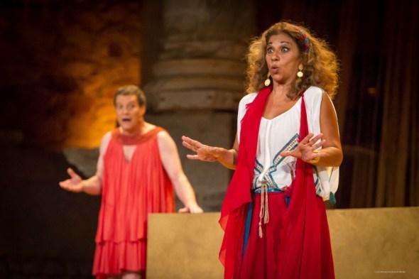 Pedro Mari Sánchez y Lolita protagonizan 'La asamblea de las mujeres'. Foto: Jero Morales.