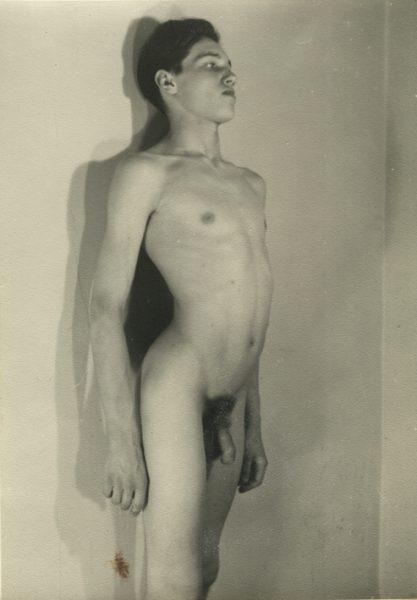 Fotografía de estudio de fotógrafo anónimo de los años 50.